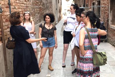 """UK Alla Biennale Di Venezia: I Borsisti Esplorano La Parte """"viva"""" Di Venezia"""