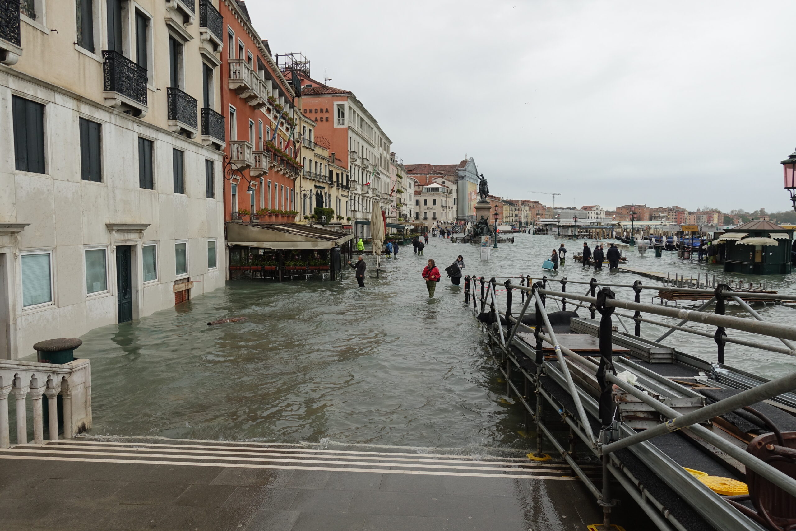 The Times And The Telegraph 10.12.2020: Venice Stricken By Floods In Great Barrier Grief
